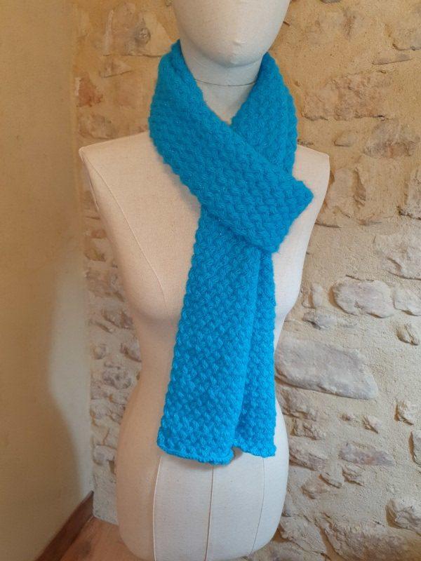 écharpe acrylique et polyester bleue